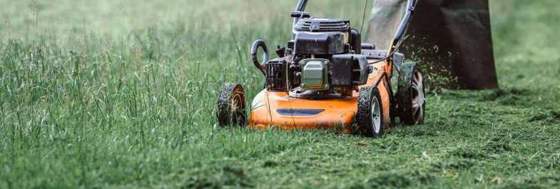 How to Cut Grass in a Heat Wave